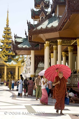 shwedagon monk with pink umbrella