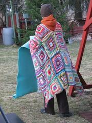 vilu - cold (vaula) Tags: cold colors backyard crochet felt blanket crocheted poncho 2009 vappu walpurgisnight virkkaus takapiha vrit kylm vaippa viltti virkattu pontso virkkuu vlly kasukka