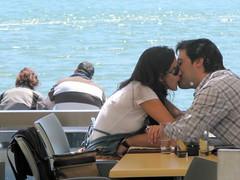 THE KISSISIVE MOMENT (André Pipa) Tags: lisboa olisssipo alis ubbo lisbon lisbonne portugal belém tejo lovers luz light sol sun beijo kiss couple casal candid thedecisivemoment hcartierbresson explore photobyandrépipa