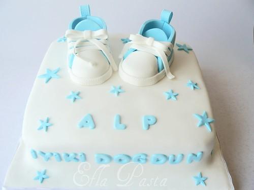 converse cake 3