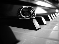 Bilmeni isterim ki... (Yener ZTRK) Tags: bw silver turkey trkiye piano ring explore turquie trkorszg trkei turkishflag konak sb turkije argent izmir bague turchia ayyldz turkei silbern gm yzk fingerring turcha flickrlovers turkqua yenerztrk  t t tp  t