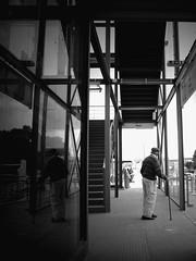 Old Man... (borda_h2o) Tags: travel bw portugal raw oldman olympus pb trainstation rafael cp zuiko velho velhinho refer e420 vilafrancadexira estaçãodecomboios bordah2o homemdeidade novapassagemsobrealinhadecomboios atvilafrancatrainstation
