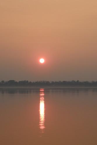 002.湄公河的日出 (1)