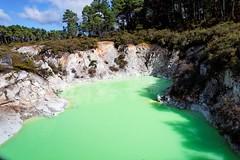 20090514-063-Devil's Bath at Wai-O-Tapu (Roger T Wong) Tags: newzealand rotorua geothermal waiotapu devilsbath canonefs1755mmf28isusm canon1755 canoneos50d minerallake