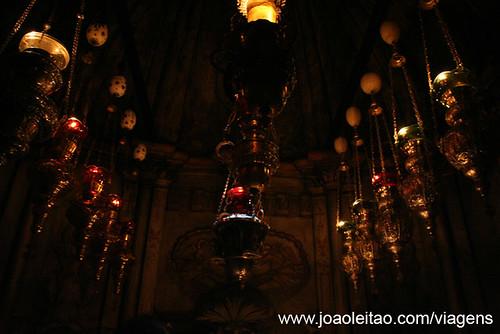Dentro da Capela do Anjo com a pedra Santa no Santo Sepulcro Jerusalém Israel