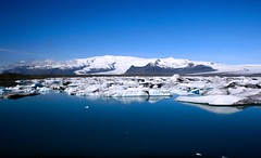 (267/365) - jökulsárlón (júlía ∆) Tags: blue beautiful iceland big calm glacier jökulsárlón vatnajökull