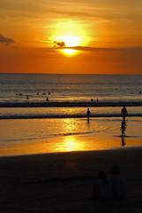 Bali - Kuta beach sunset (alvinclsmy) Tags: sunset bali beach silhouette indonesia kuta kutabeach nikond80 alvinclsmy