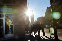 Paris, rue de Rennes (Calinore) Tags: street city sun paris france reflection silhouette soleil tour group reflet travail rue groupe ville tourmontparnasse ruederennes sunbean 6eme agencedevoyage vieme