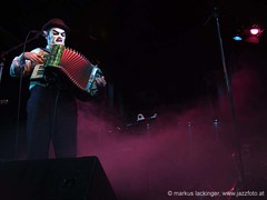 Martyn Jaques / The Tiger Lillies (jazzfoto.at) Tags: music salzburg club concert live jazz konzert jazzclub tigerlillies jazzmusic jazzit thetigerlillies jazzlive jazzkeller konzertfotos jazzphoto clubkonzert s100fs jazzfoto wwwjazzfotoat jazzitsalzburg markuslackinger jazzitmusikclubsalzburg martynjaques clubatmosphaere jazzclubsalzburg jazzkellersalzburg jazzinsalzburg wwwjazzitat jazzsalzburg salzburgjazz