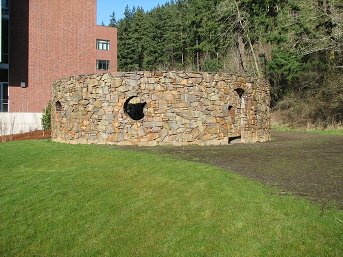 Nancy Holt , Stone Enclosure: Rock Rings (1977-78)