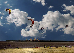 Kites on the beach - End of summer / Cometas en la playa - Fin del verano (Claudio.Ar) Tags: city sky people santafe color beach argentina sand topf75 gente sony ciudad playa kites arena cielo dsc h9 bellisima cometas blueribbonwinner supershot fpg oceanshore kartpostal bej abigfave worldbest anawesomeshot ultimateshot amazingshots crystalaward citrit ysplix theunforgettablepictures dreamphoto newacademy betterthangood theperfectphotographer dragongoldaward landscapesdreams beautyselection distinguishedpictures spiritofphotography rubyphotographer flickrbestpics theenchantedcarousel favemoifrance photoexel obq claudioar claudiomufarrege panoramafotogrfico goldenart reflectyourworld phvalue artofimages magisterartium novavitanewlife sensationalphoto imagesforthelittleprince musicsbest worldsartgallery gettyc