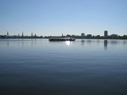 Hamburg Aussenalster mit Alsterdampfer