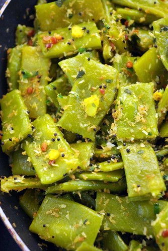 Green beans with coconut and black mustard seeds