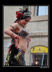 12808 (www.ted-photos.ch) Tags: france festival ball dragon indian arts rue sion boule artiste spectacle danseuse comique contorsioniste quilibriste