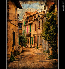 ArlesAlley (H.P.1940) Tags: france texture photo amazing alley nikon frankreich group arles the d300 ghostbones gsschen tamron1750mm aplusphoto platinumheartaward multimegashot greatshotss photographymypassion