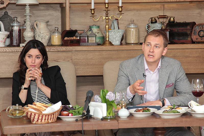 Тина Канделаки и Григорий Гусельников (Вятка-Банк)