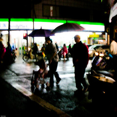 DSCN3443 (YENTHEN) Tags: hsinchu taiwan streetphotography familymart  yenthen