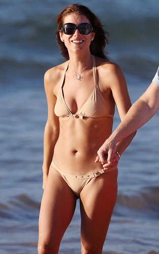 Kate Walsh bikini shoot