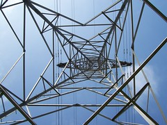 Electricity pylon - underneath (lydia_shiningbrightly) Tags: structure pylon electricity warwick electricitypylon saxonmeadow