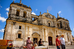 Stripes Matching Shirt and Hat (photo.klick) Tags: blue sky church cathedral catedral iglesia belltower photoblog leon nicaragua centralamerica centroamerica lennicaragua katsingercom