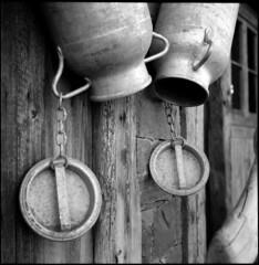 milk • les rousses, jura • 2009 (lem's) Tags: mountain snow rolleiflex montagne milk bottle container pot jura lait neige planar brau lesrousses artlegacy carréfrançais