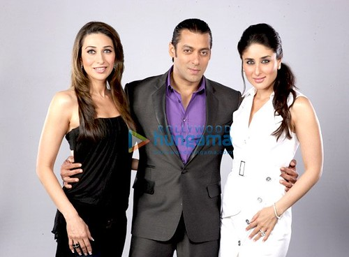 Salman Khan posing with Karishma Kapoor and Kareena Kapoor