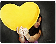 Week 4/52: Heart for Sale (vwynx) Tags: selfportrait love girl yellow heart karrie inlove brinks thankyousomuch heartforsale sabrinaalo pusoxeetkahahahaha angpusonganamantalaga vwynx brinksalo