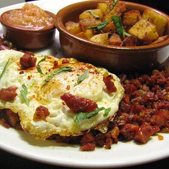 Picadillo de Chorizo con Huevos y Patatas (Minced Chorizo w/ Eggs and Potatoes)