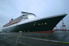 Queen Mary 2 - 01 (Kabacchi) Tags: cruiseship yokohama queenmary2 横浜 qe2 大黒埠頭 クルーズ客船 クイーン・メリー2 ~queenmary2~