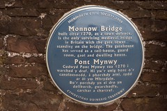 Photo of Monnow Bridge blue plaque