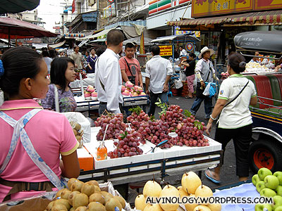 Yaowarat - the street markets were bustling with activities
