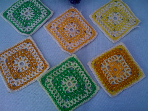 Pretty pattern. Pretty colours! OOh! Aren't we having a great time looking at all these Squares!