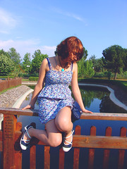 Paura di cadere, ma voglia di volare... (Kahlan_) Tags: park portrait woman parco primavera girl grass river donna fiume meadow erba prato ritratto ragazza