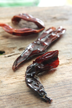 dried chili pepperes