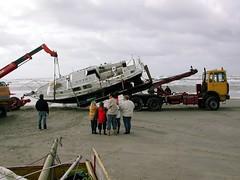 Berging jacht Blauwe Knoop op de Vliehors - zondag 09 september 2001 (Dirk Bruin) Tags: storm vlieland yacht beached stranded sandbank jacht vliehors stranding blauweknoop noordwester