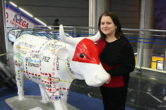 "Valerie with the ""Cuarto y Mitad"" Cow (Fred_T) Tags: art canon painting rebel cow metro mad cowparade valerie xti cuartoymitad madridbarajasinternationalairport"