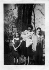 Elise & Her Children, Augusta, Georgia, circa mid-1940s, photo © 2008-2009 by QuoinMonkey. All rights reserved.