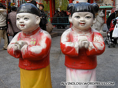 These two China doll statues are the ultimate in cheesiness!