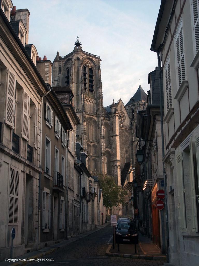 Cathédrale de Bourges, au bout de la rue