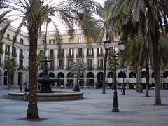 Plaza Real en Barcelona (ReservasdeCoches.com) Tags: barcelona plaza espaa real fuente ciudad palmeras plazas turismo plazareal antonigaud plaareial tresgracias sitioturistico res