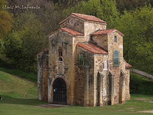 A doscientos pasos..  A prerromanic treasure Church..