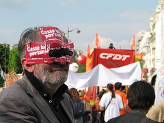 Manif du 1er Mai 2009 (tofz4u) Tags: paris demo glasses sticker protest lunettes manif cfdt internationalworkersday 75005 1ermai ftedutravail sarkoland cassetoipovcon