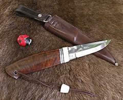 handmade_knives (thegoodstuffshop) Tags: knives jln handmadeknives customknives knivper thegoodstuffshop forwardinlife naturgalleriet huntingknives bygoogleconsultcom jenslaagenielsen