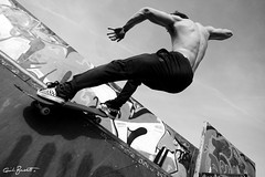 "fluidodinamica (Guido ""Weedo"" Benedetto) Tags: bw man art sport canon shoes hand arte dynamic skateboarding body muscle board sigma style bn uomo skate passion mano murales stile guido fluido position sk8 scarpe tavola sportivo passione benedetto posizione 1530mm muscoli dinamica guidobenedetto disico"
