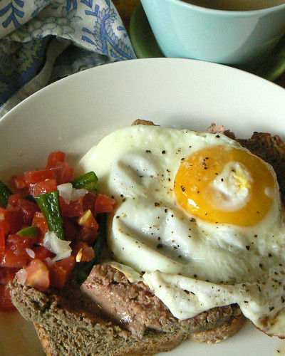 Pâté with egg and tomato