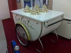 L'uomo nero (luc_cst) Tags: gelato kiosk eis parmalat icecreamcart chiosco carrettogelati cefia gelatocart