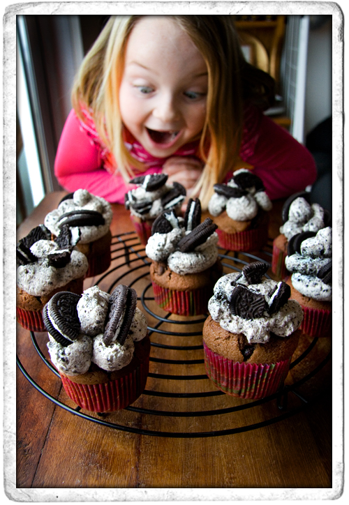 :: Chocolate Chip Oreo Cupcakes!