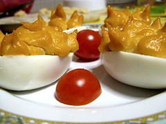 Uova di San Valentino (Linda {*nel mio giorno di dolore che ognuno ha*}) Tags: rosso cena amore sanvalentino tonno antipasto pomodorini uova maionese 14febbraio