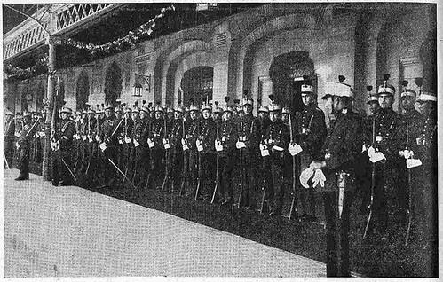 10 junio 1924. Visita de los Reyes de España e Italia a Toledo. Compañía de alumnos, recibimiento en la estación. Foto Rodríguez