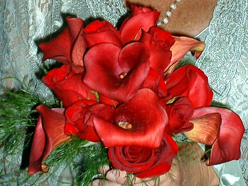 red calla and rose bridal bouquet